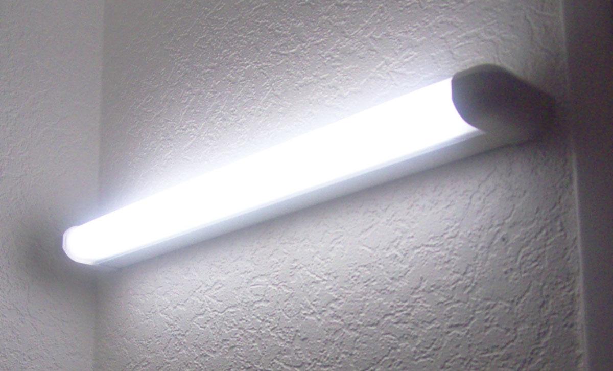 Dimelec installation d'un néon dans une cuisine