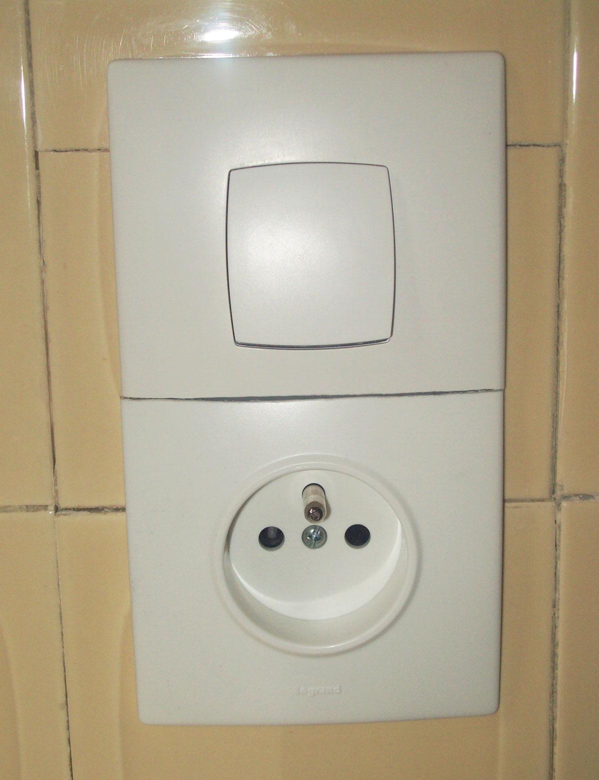 Dimelec changement interrupteur et prise électrique
