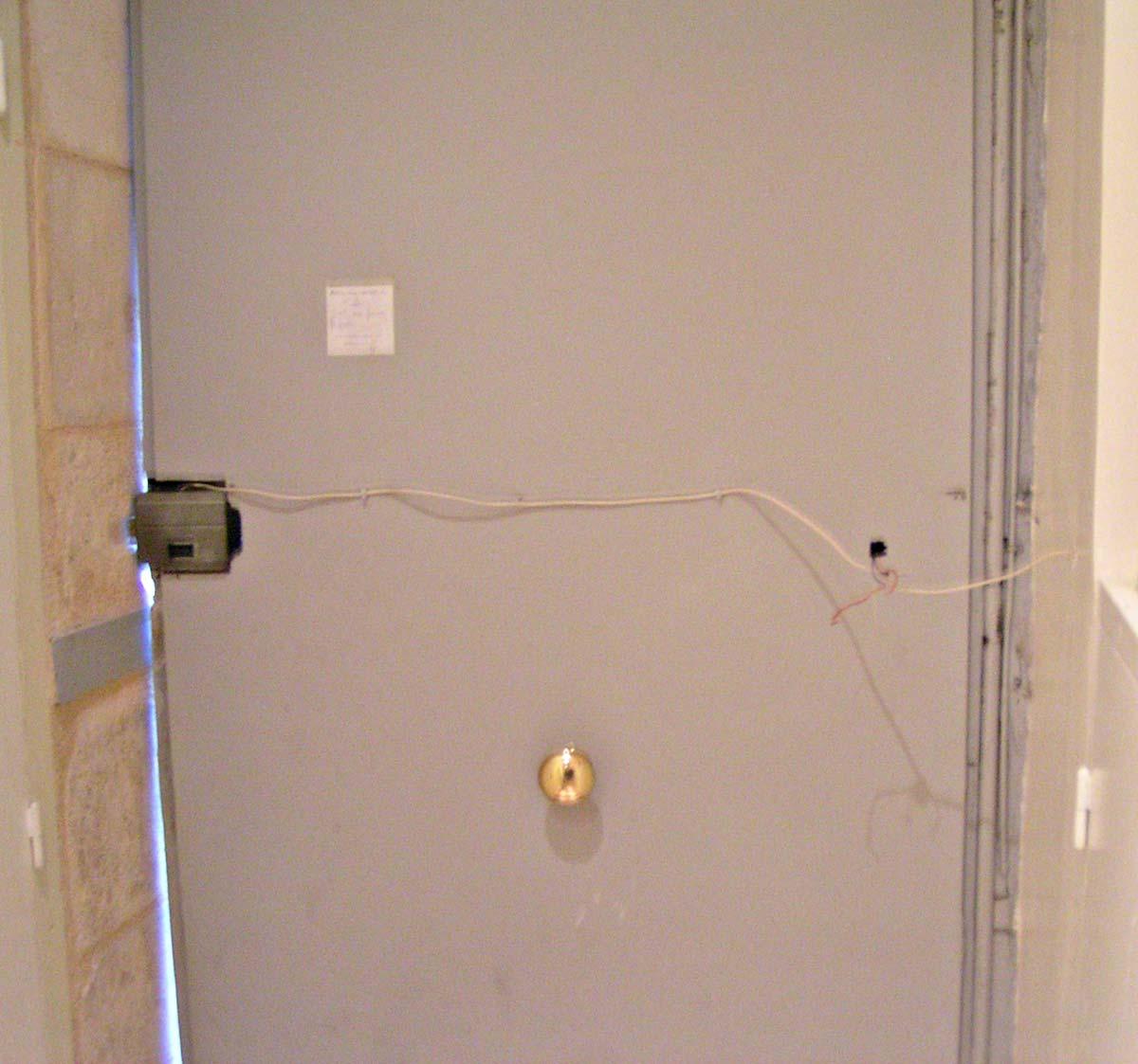 Dimelec installation gâche électrique sur porte