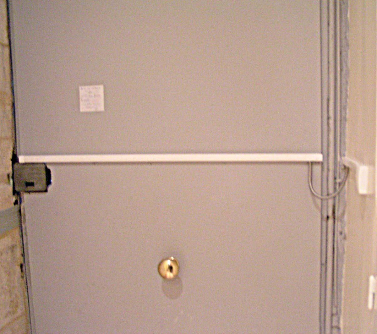 Dimelec mise aux normes gâche électrique sur porte