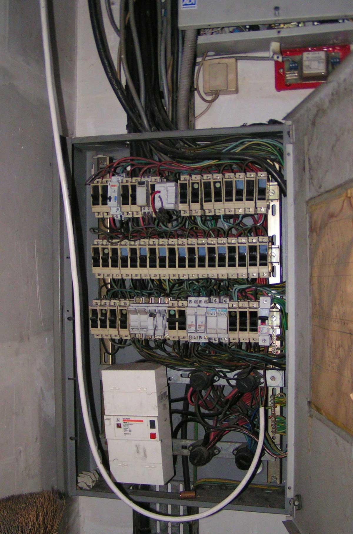 Dimelec rénovation tableau électrique avant la mise aux normes Bruges