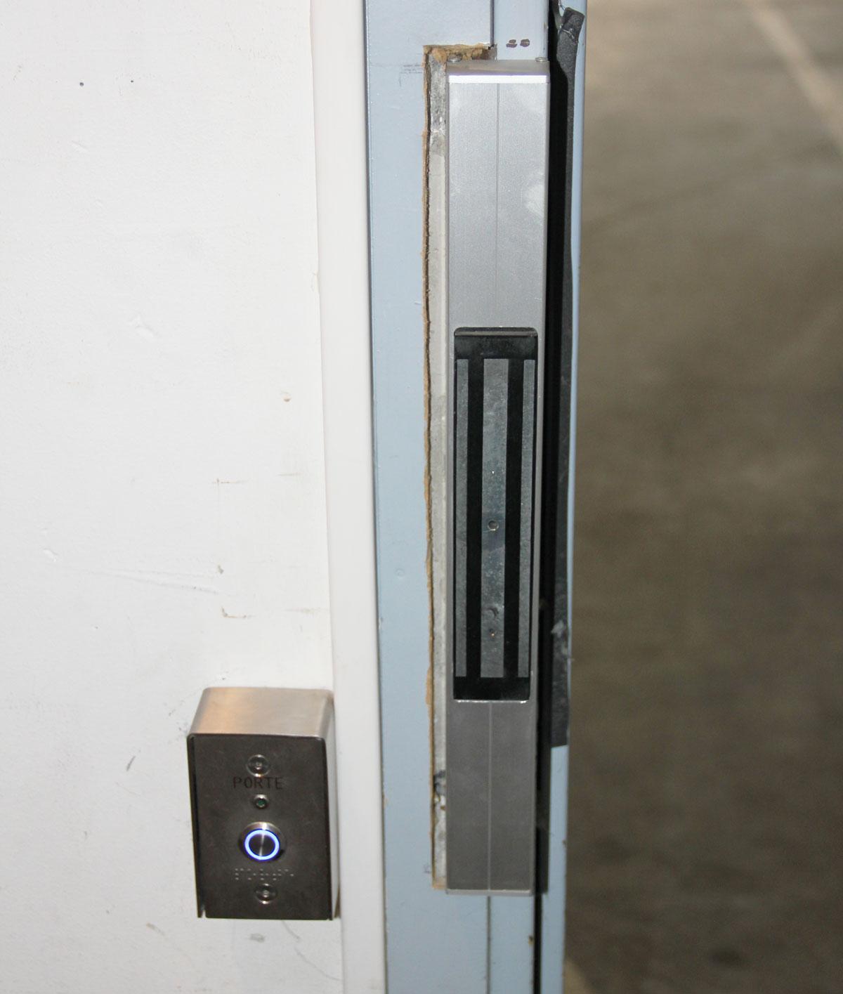 Dimelec sécurité portes ventouses avec bouton poussoir Biscarrosse